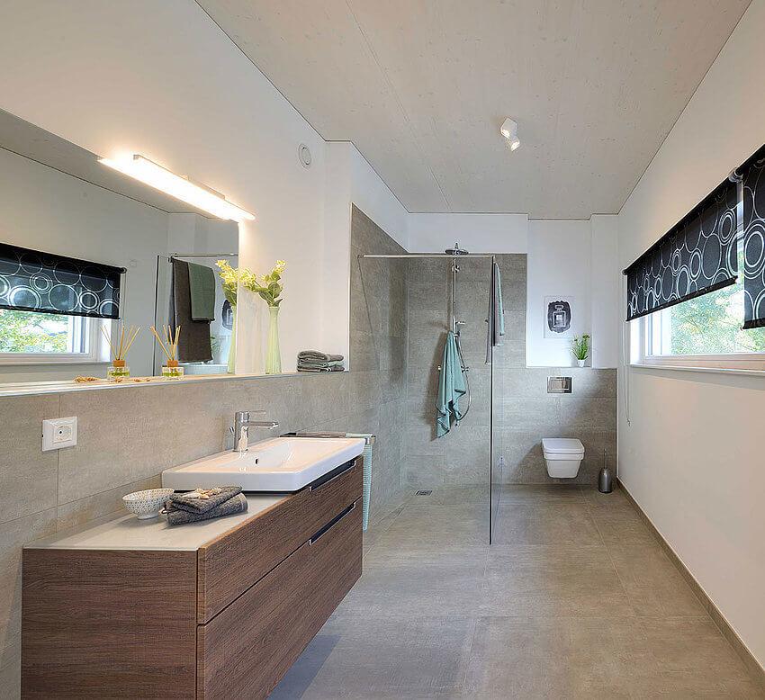 AllgäuImmo Dusche und WC im Obergeschoss